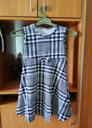 Асемитречное платье в клетку для девочки