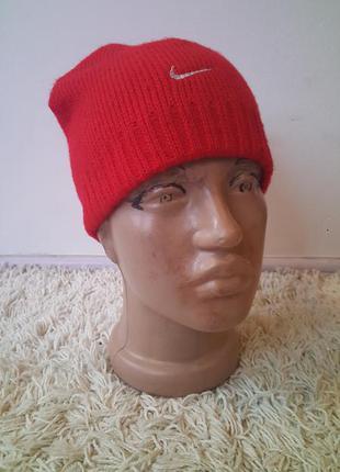 Женская шапка nike