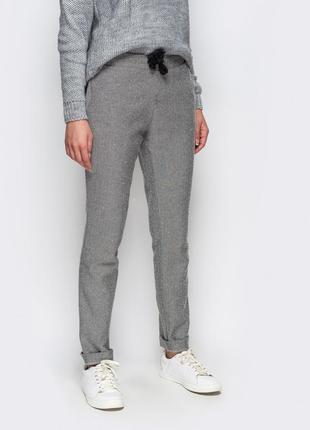 Стильные теплые брюки 44 р
