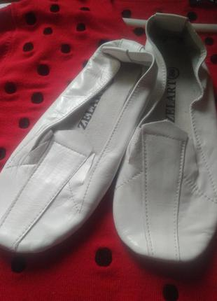 Чешки белые кожаные