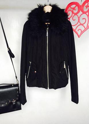 Актуальная куртка на молнии с мехом на воротнике и наполовину трикотажным рукавом