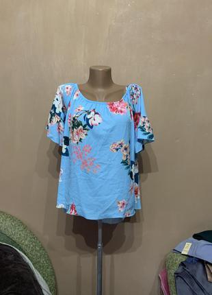Блуза голубая небесная в цветочки очень красивая