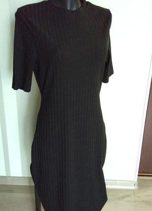 Классное черное трикотажное миди  платье футляр с коротким рукавом.