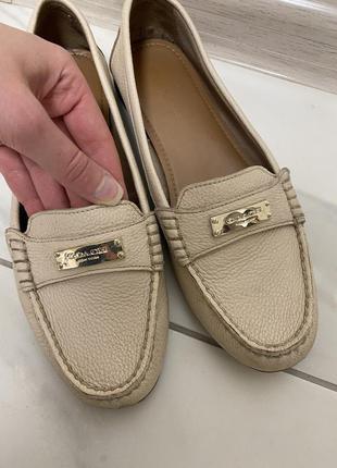 Взуття від coach