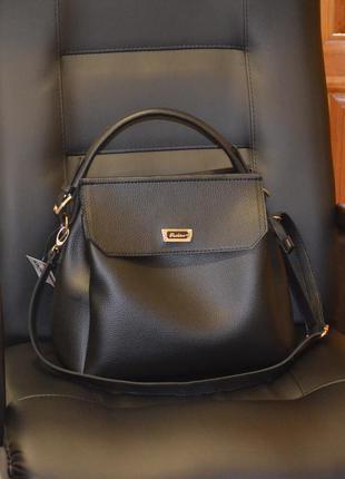 Женская сумочка на плечо средняя черная матовая стильная