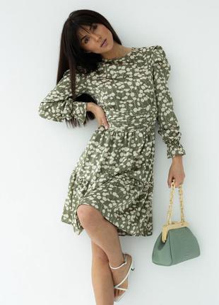 Атласна жіноча сукня