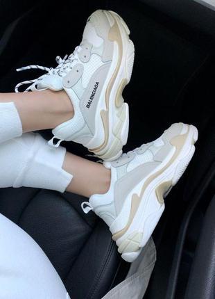 Женские кроссовки balenciaga triple s beige white clear sole
