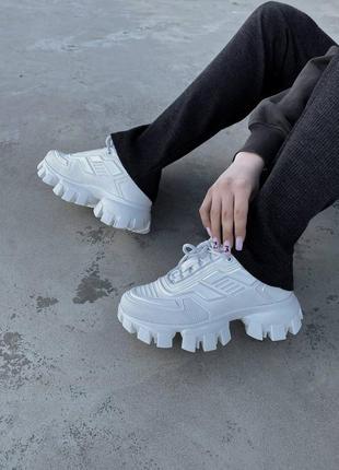 Cloudbust white женские белые массивные трендовые кроссовки жіночі білі модні кросівки