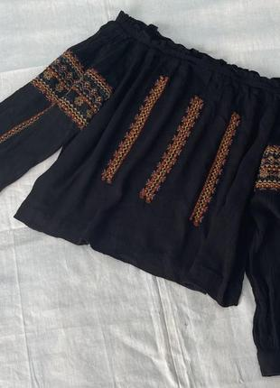 Блузка на плечи с вышивкой