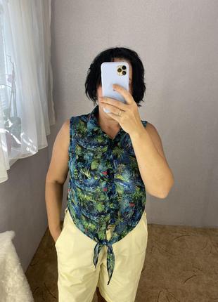 Красивая актуальная блуза рубашка с актуальным принтом