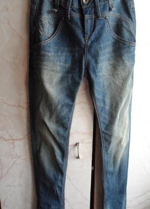 Модные джинсы с высокой посадкой!! fornarina!! размер 26 вьетнам
