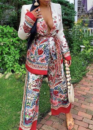 Стильный модный костюм в цветочный принт