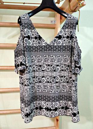 Актуальная блуза с открытыми плечами ( 16-18)