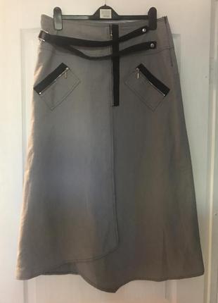 Стильная юбка из плотной ткани на подкладке