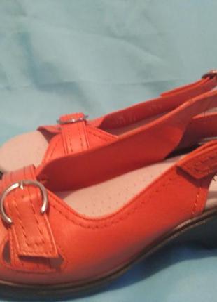 Новые кожаные босоножки hotter англия р 39