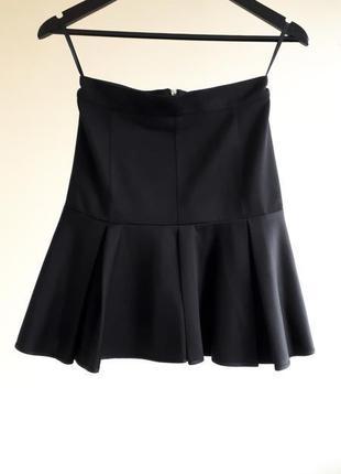 Черная юбка в крупную складку на талию love republic