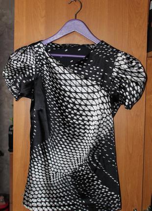 Стильная блуза с рукавами фонарик