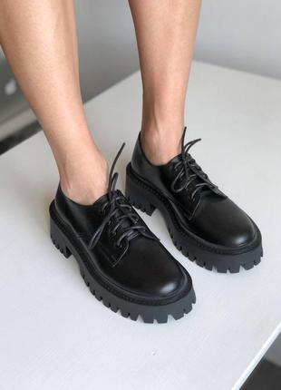 Туфли оксфорды женские на тракторной подошве кожаные черные
