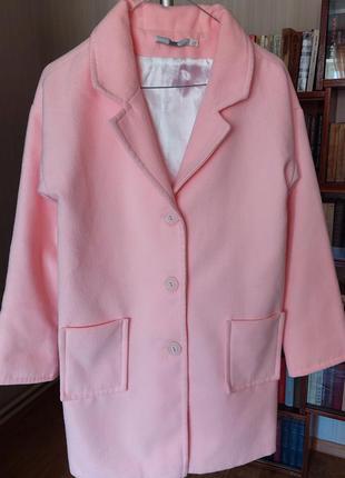 Симпатичное демисезонное пальто