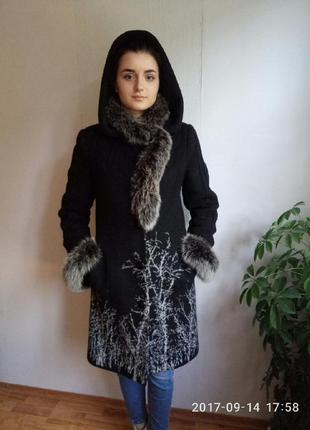 Очень красивое и тепленькое зимнее пальто