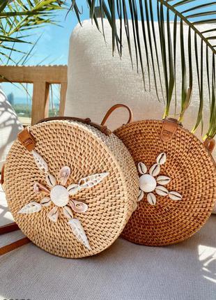 Бали-сумка с декором из ракушек карамельного цвета