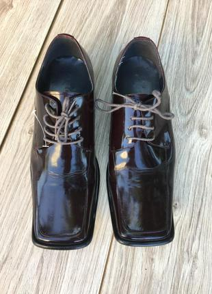 Стильные актуальные туфли gucci лаковые натуральные кожаные тренд лак кожа