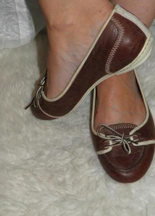 Туфли на низком каблуке кожаные