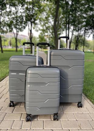 Полипропилен!отличное качество,чемодан,валіза ,tsa замок ,надёжный ,вместительный,колеса 360