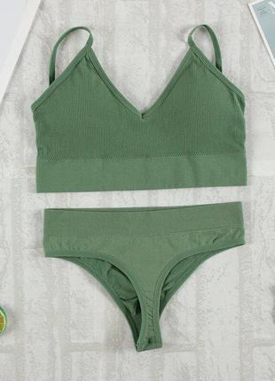 Зеленый базовый безшовный спортивный комплект нижнего белья