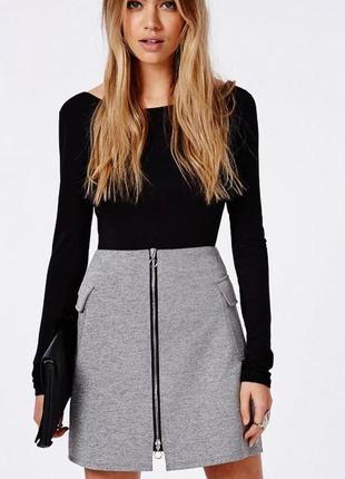 Стильная юбка с замком бренда missguided