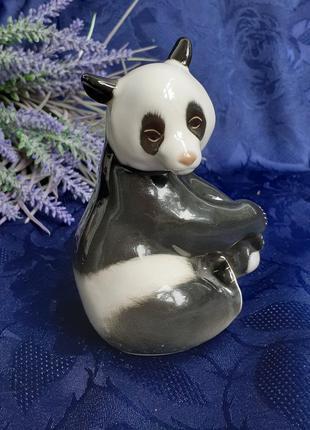 Панда статуэтка фарфор лфз ломоносовский медведь бамбуковый сидит веселов анималистика ссср советский винтаж мишка