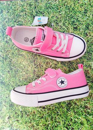 Яркие стильные розовые кеды