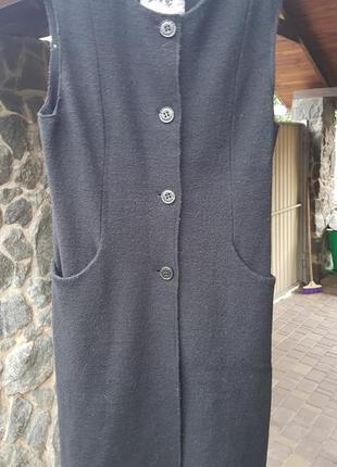 Длинный жилет шерстяной чёрный как пальто без рукавов