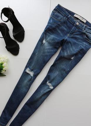 Стильные рваные джинсы скинни