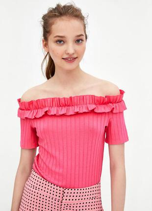 Яркая футболка блуза в рубчик на плечах от zara
