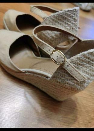 Босоніжки туфли