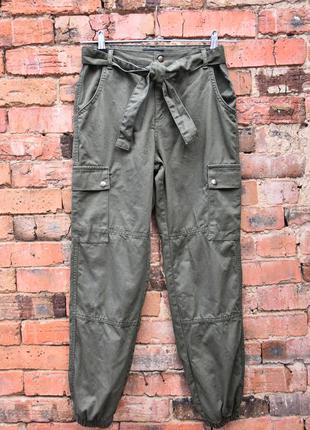 Штаны хаки с карманами