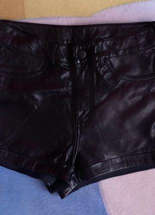 Черные кожаные шорты xs-s divided by h&m