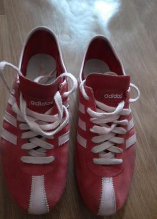 Оригінальні adidas кросівки, розового і малинового кольору