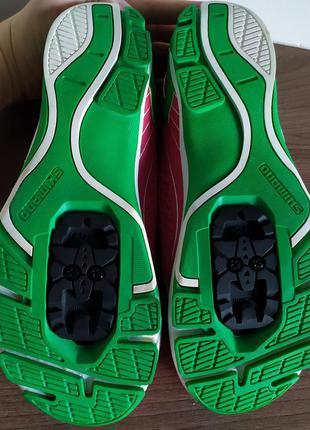 Велотуфли кроссовки женские shimano новые  40 размер 25,2см стелька