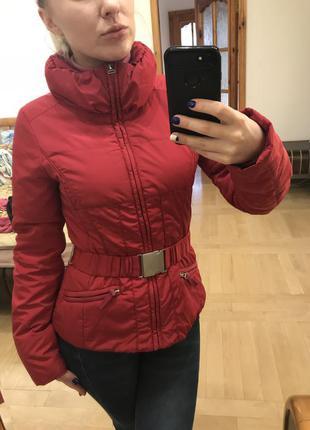 Фирменная куртка - ветровка высокого качества .