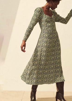 Платье длини миди в цветочный принт с длинним рукавом