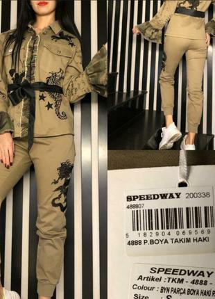 Бомбезный стильный костюм, люкс качество в модный принт, размер с.