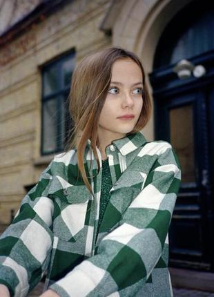 Стильная рубашка на девочку zara 128 см