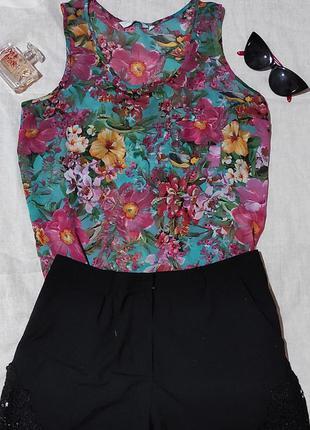 Цветочна шифоновая блузка без рукавов
