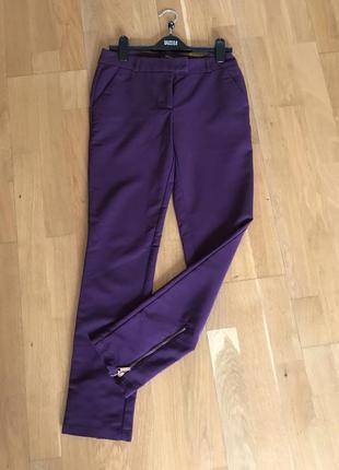 Класичні завужені штани з замочками внизу