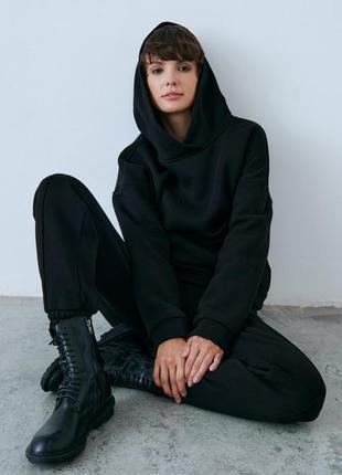 Черный костюм на флисе gepur