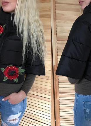 Очень стильная курточка с вышивками