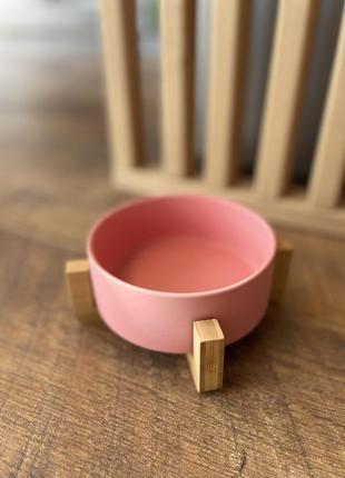 Миска керамічна на бамбуковій підставці для собак та кішок. рожева