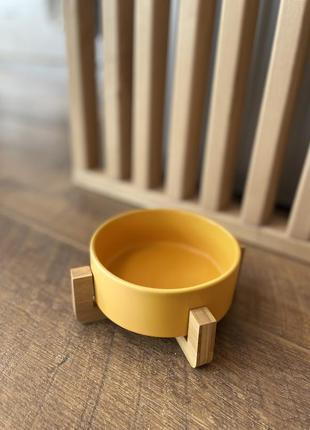 Миска керамічна на бамбуковій підставці для собак та кішок. жовта